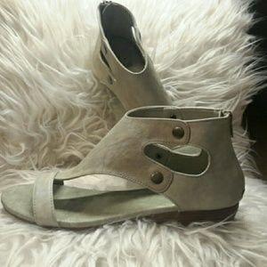 NWOB light grey Corkys sandals